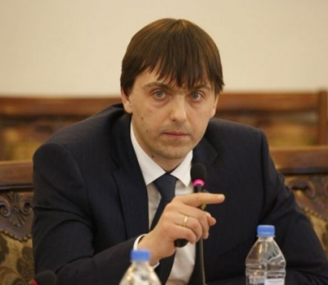 """Сергей Кравцов рассказал """"Ъ"""", как работает и меняется система госрегулирования образования"""